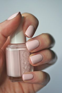 The color of British Royalty Essie Pale Pink Comparison : Ballet Slippers, Minimalistic, Romper Room & Fiji Love Nails, How To Do Nails, Pretty Nails, Fun Nails, Essie Nail Polish, Nail Polish Colors, Gel Nail, Manicure Y Pedicure, Wedding Nails