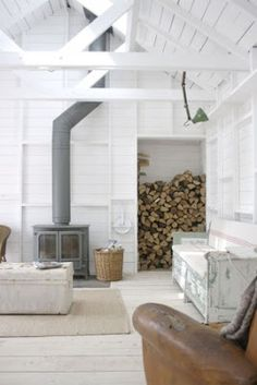 You need a indoor firewood storage? Here is a some creative firewood storage ideas for indoors. Lots of great building tutorials and DIY-friendly inspirations! Firewood Storage, Cabin Interiors, Wood Burner, Home Fashion, My Dream Home, Home And Living, Living Rooms, Mid-century Modern, Modern Rustic