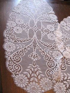 PRETTY LOT/SET of 4 Antique/Vintage WHITE EASY CARE ACRYLIC LACE Table Mat Doily