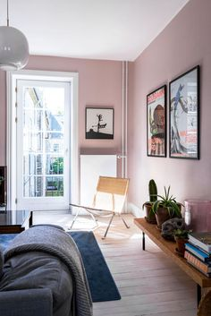 30 Incredibly Charming Pink Living Room Design Ideas - Home Bigger Pink Living Room, Home Wall Colour, Home Decor Bedroom, Wall Decor Bedroom, Living Room Decor, Home Decor, House Interior, Room Wall Colors, Bedroom Wall Colors