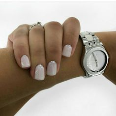The advantage of the gel is that it allows you to enjoy your French manicure for a long time. There are four different ways to make a French manicure on gel nails. Natural Nail Designs, Short Nail Designs, Nail Manicure, Gel Nails, Nail Polish, Bridal Nails, Wedding Nails, Stylish Nails, Trendy Nails