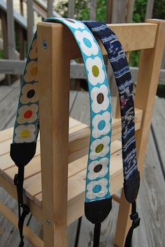 ikat bag: How To Make A Camera Strap. She figured out the strap problem I encountered not long ago by using dog collars! Hello pet section at Dollar Tree.