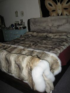 Coyote with Shadow Fox border, Russian Blue Fox and Royal SAGA Fox Blankets Fuzzy Blanket, Soft Blankets, Faux Fur Bedding, Bed In Closet, Fur Accessories, Fur Throw, Cool Rooms, Fox Fur, Cozy House