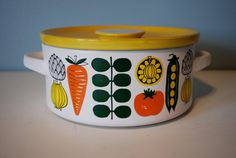 Vegetable Patterned Ceramic Casserole by Oystercatcher on Etsy Kitchen Oven, Kitchen Ware, Deco Retro, Bloom Where You Are Planted, Casserole Dishes, Veggie Casserole, Oven Cooking, Displaying Collections, Vintage Love