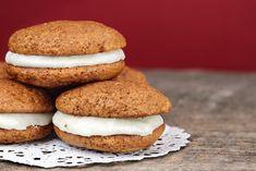 Egy finom Sárgarépás töltött keksz (whoopie pie) ebédre vagy vacsorára? Sárgarépás töltött keksz (whoopie pie) Receptek a Mindmegette.hu Recept gyűjteményében!