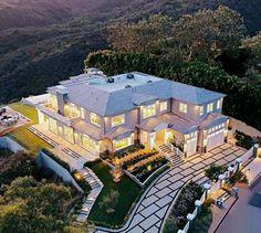 Dream House Interior, Luxury Homes Dream Houses, Dream Home Design, House Design, Hamptons Style Homes, Dream Mansion, Mansions Homes, Luxury Mansions, Fancy Houses