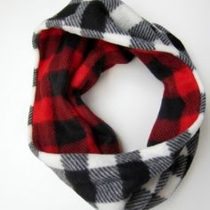 Sew a simple, reversible cowl scarf.