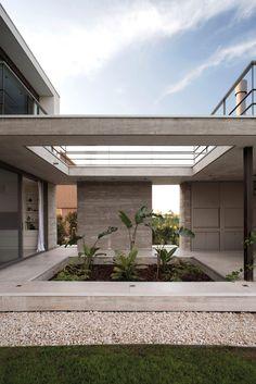 Amado Cattaneo Arquitectos, Casa Golf I - Upload Box Casa Patio, Backyard Patio, Backyard Ideas, Modern Residential Architecture, Kerala House Design, Kerala Houses, Concrete Stone, Concrete Houses, Wood Glass