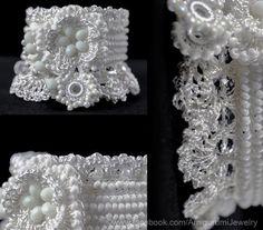 Weiße gehäkelte Armband Manschette.
