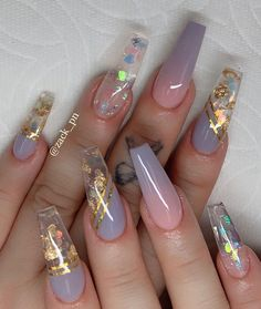 35 Pretty nail art designs for any occasion Nail art is for everyone who wants to look good and show off their creative talents on their nails. Summer Acrylic Nails, Best Acrylic Nails, Summer Nails, Acrylic Nails Coffin Glitter, Colored Acrylic Nails, Glitter Nails, Gold Glitter, Pretty Nail Designs, Pretty Nail Art