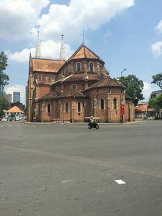 Buitenkant van de Basiliek de Notre Dame