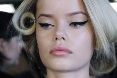 Make - Up Artists Backstage Tips and Tricks