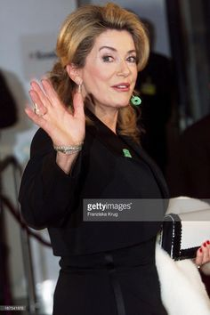 Schauspielerin Catherine Deneuve Bei 'Bambi' 2001 Verleihung In Berlin