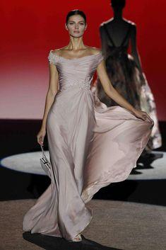 Source by panchaugarte Kleider Fabulous Dresses, Beautiful Gowns, Elegant Dresses, Pretty Dresses, Beautiful Outfits, Formal Dresses, Wedding Dresses, Maxi Dresses, Couture Fashion