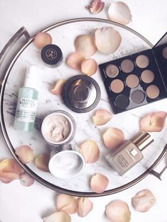 If you know me you know I'm obsessed with a good deal (i.e. drugstore makeup)... But today I am sharing high end makeup worth the money you spend on it! And trust me, these are worth every penny....