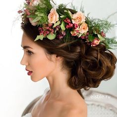 Absolutely beautiful floral adorned bridal hair inspiration via @estile  ...