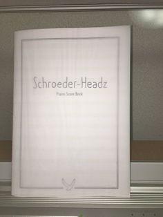 昨日のシンシュンシュンチャンショーでスコアブックというものを買ってみた。シャープの多さに💦2小節目で挫折…片手ずつ地道に練習していくしかないな…