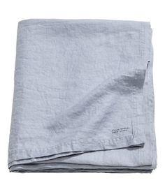 Taubenblau. PREMIUM QUALITÄT. Tischdecke aus gewaschenem Leinen mit doppelt abgesteppten Kanten. Durch Trocknen im Wäschetrockner bleibt die Weichheit des