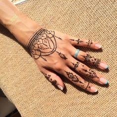 Henna Tattoo Have a look at the latest tattoo design ideas handtattoo HandTa Henna Tattoo Ha Henna Tattoos, Henna Inspired Tattoos, Henna Tattoo Hand, Body Art Tattoos, Henna On Hand, Henna Art, Tatoos, Tribal Henna Designs, Pretty Henna Designs