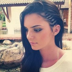 This is a photo of socialite and supermodel Kendall Jenner rocking the trend of cornrows. Cornrows became of fashion in the commonly by African American's when ethnic style was becoming before prominent. My Hairstyle, Pretty Hairstyles, Cornrow Hairstyles White, Shaved Hairstyles, Undercut Hairstyles, Trending Hairstyles, Hair Inspo, Hair Inspiration, Pretty Ear Piercings