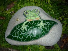 Mosaic rock: Cutest frog ever! By mosaic artist AMOSAIC on Flickr