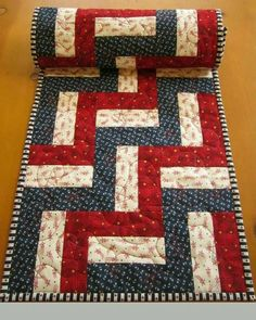 Patchwork Table Runner, Table Runner And Placemats, Quilted Table Runners, Quilted Table Runner Patterns, Patchwork Patterns, Quilt Patterns, Denim Patchwork, Plus Forte Table Matelassés, Place Mats Quilted