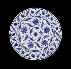 A fine Iznik blue and white pottery Dish. Turkey, circa 1570