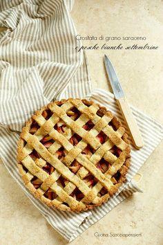 Cucina Scacciapensieri: Crostata di grano saraceno e pesche bianche settembrine