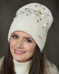 Crochet Winter, Knit Crochet, Crochet Hats, Hat Display, Macrame Curtain, Cute Hats, Warm Outfits, Beanies, Knitted Hats