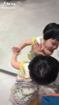 Cute Funny Baby Videos, Cute Funny Babies, Funny Baby Memes, Funny Videos For Kids, Very Funny Memes, Cute Funny Quotes, Some Funny Jokes, Funny Short Videos, Funny Video Memes