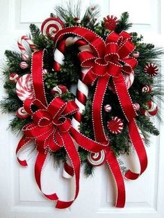 Christmas Candy Wreath like the red ribbon with white edge Noel Christmas, Christmas Candy, Christmas Projects, All Things Christmas, Winter Christmas, Christmas Reef, Christmas Ideas, Holiday Candy, Holiday Wreaths