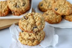 Oatmeal Raisin Cookies are a staple in any cookie jar. Soft and chewy in the middle with a crisp edge, these cookies are the perfect treat! | www.persnicketyplates.com #oatmealraisin #cookies #dessert #oatmealcookies Best Oatmeal Raisin Cookies, Oatmeal Cookie Recipes, Chocolate Chip Oatmeal, Biscuits, Sugar Free Cookies, Cake Cookies, Oatmeal Cream, Cookie Calories, Biscuit Recipe