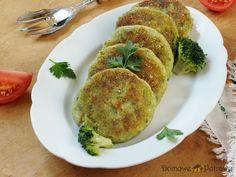 Przepis na Kotlety ziemniaczane z brokułami i serem. Jak zrobić Kotlety ziemniaczane z brokułami i serem Nie tylko dla wegetarian. Kotlety ziemniaczane z brokułami i serem to świetna alternatywa dla typowych mięsnych kotletów. Nie dość że są zdrowe, to jeszcze smakują wprost wybornie! Kotlety z ziemniaków i brokuła zrobiły w moim domu prawdziwą furorę. Posmakują również dzieciom. Vegetarian Recipes, Good Food, Veggies, Breakfast, Foods, Drink, Morning Coffee, Food Food, Food Items