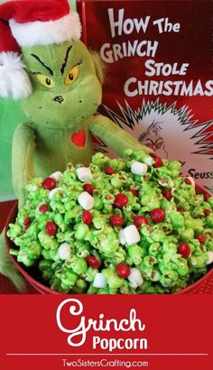 Christmas - perfect popcorn for movie night! Grinch Popcorn ~ A fun Christmas Treat. Sweet, salty, crunchy, delicious and so very easy to make. It would be a great How the Grinch Stole Christmas family movie night dessert or Christmas Party Dessert! Grinch Party, Le Grinch, Grinch Christmas Party, Christmas Movie Night, Christmas Snacks, Christmas Goodies, Holiday Treats, Family Christmas, Christmas Popcorn