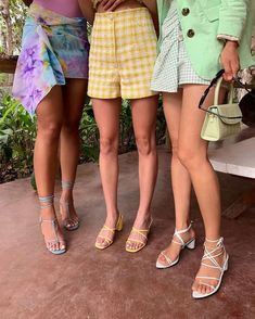 Spring/Summer 2020 Fashion Trends: What We'll be Wearing This Year Big Fashion, Look Fashion, Womens Fashion, Fashion Trends, Ankara Fashion, French Fashion, Hijab Fashion, Street Fashion, Fashion Tips
