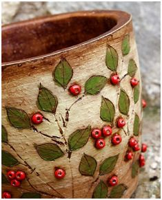 Take a look of few amazing Christmas centerpiece ideas for decoration which are time and money saving as well. Take a look of few amazing Christmas centerpiece ideas for decoration which are time and money saving as well. Hand Built Pottery, Slab Pottery, Pottery Mugs, Ceramic Pottery, Pottery Art, Ceramic Pots, Ceramic Clay, Pottery Painting, Ceramic Painting