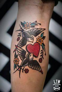 mom tatuajes Traditional bird tattoo mom New ideas Time Tattoos, Tattoo You, Leg Tattoos, Flower Tattoos, Body Art Tattoos, Sleeve Tattoos, Cool Tattoos, Tattoo Old School, Traditional Tattoo Mom