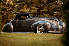Only 2600 Lincoln Zephyr coupes were made in 1938 and few are as cool as this Winfield Six pick custom street rod built by Ontario Canada's Dave Jolly. John Connery, Gene Winfield, Lincoln Zephyr, Luxury Card, Car Mods, Rolling Stock, Pinstriping, Cool Photos, Amazing Photos