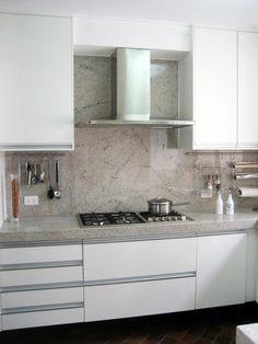 Fotografia de Banca de cozinha em granito branco itaúnas por Espaço Icaraí #115923.