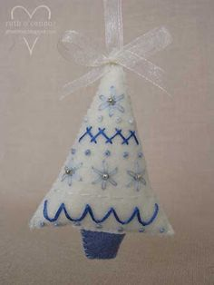 Camellia Rose: Little embroidered xmas tree - a tutorial