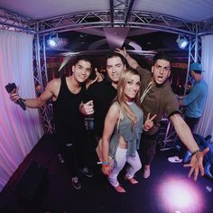 That moment that @alexwassabi hits 5 million subscribers and he and @st8sidemusic @jessewelle and @jeanapvp help you conquer your fear of heights for a photo at @playlistlive  #playlistlive #pvp #prankvsprank #alexwassabi #2storydjbooth