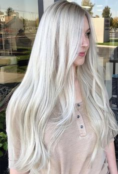 LEGALLY B L O N D E 💕 Can you believe this is all her glorious hair! ✨ We have been transitioning her from a solid bleach and tone to a heavy babylight for the fall! 🍂 Loving the dimension at her base for a little depth! Long Platinum Blonde, Platinum Blonde Balayage, Platinum Blonde Hair Color, Ice Blonde Hair, Silver Blonde Hair, Icy Blonde, White Blonde, Gray Hair, Blonde Hair Colour Shades