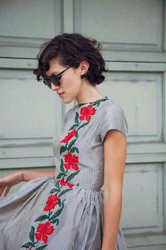 Love this lady-like dress! Looks vintage Women's vintage clothing fashion spring summer outfit Looks Street Style, Looks Style, Style Me, Style Boho, Girl Style, Look Fashion, Fashion Beauty, Street Fashion, Womens Fashion