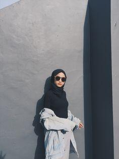 Casual Hijab Outfit, Ootd Hijab, Hijab Chic, Girl Hijab, Cute Selfies Poses, Style Hijab Simple, Beautiful Hijab Girl, Bad Girl Outfits, Hijab Fashion Inspiration