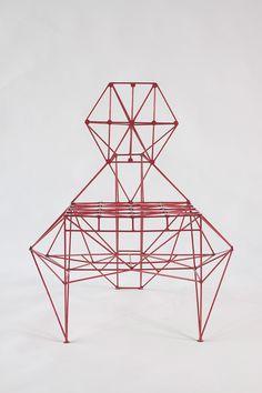 Designer Baltasar Portillo steht für Kunst, Skulpturen und Möbeln. Wie auch bei seinem neuesten Werk, den Armadillo Stuhl, vereint er diese drei Attribute.
