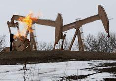 النفط  الخام يتراجع في عطلة يوم الذكرى -                     Reuters.  النفط الخام يتراجع في عطلة يوم الذكرى                            #اخبار  سجلت أسعار النفط تراجعا في تعاملات الأمريكتين في عطلة نهاية الأسبوع لليوم الاثنين حيث عوضت المخاوف بشأن ارتفاع إنتاج النفط الصخري في الولايات المتحدة خفض الإنتاج من قبل الدول الأعضاء في منظمة أوبك والدول الغير اعضاء في منظمة الأوبك. ففي قسم كومكس من بورصة نيويورك التجارية تراجعت عقود النفط الخام بنسبة 8 سنتات أو نحو 0.2 لتصل إلى 49.72 دولار للبرميل…