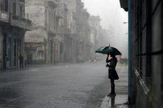 paraguas lluvia mujer - Buscar con Google
