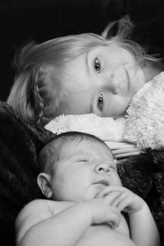 Newborn BnW with big sister