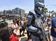 """Halo Series Celebrated at HaloFest Fan Event  """"Halo"""" fans toasted the sci-fi video game franchise, which centres on super-soldier protagonist Master Chief .........http://www.connecting2technology.com/game-news.php"""