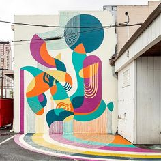 Hailing from Baltimore, Jessie and Katey demonstrate their design prowess with this abstract masterpiece. Located on Ahui Street. Murals Street Art, Graffiti Art, Mural Art, Wall Murals, Wall Art, Pow Wow, Hawaii, Illustration Artists, Designer Wallpaper
